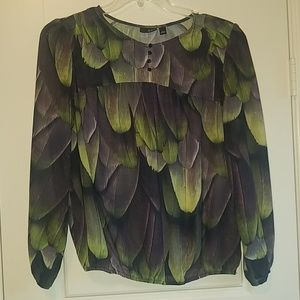 Top w/Feather Print